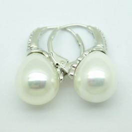 La Preciosa Shell Pearl Earring